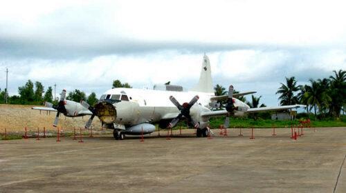 Пошкоджений літак EP-3 на китайському аеродромі на острові Хайнань